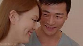 >เรทอาร์แนวครอบครัว หนัง18+เกาหลีเต็มเรื่อง Erotic Chiropractor (2018) หนุ่มโอปป้าสุดเงี่ยนขอเย็ดกับญาติฝ่ายแม่ จับแก้ผ้าเลียหีและดูดนม ก่อนจะจับนั่งขย่มควยบนโซฟากลางห้องรับแขก