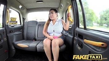 >FAKE TAXI หนังโป๊ฝรั่งเย็ดสาวอาบอบนวดไทย จัดหนักกันบนแท็กซี่อังกฤษ รูหีหลวมมาจากไหนโดนควยPORNคนขับรถฝรั่งไปร้องดังซะคนเดินข้างทางเกือบมองเห็นว่าเย็ดกัน