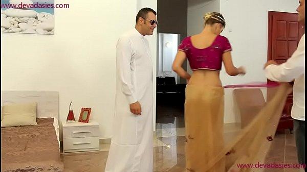 >หนังโป๊ผู้ดีมุมไบ Indian xxxx เจ้าบ่าวเสียบหีสดเจ้าสาวพร้อมเพื่อนเจ้าบ่าวในวันลองชุดแต่งงาน